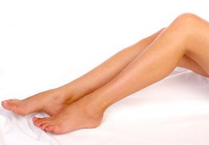 Эпиляция на ногах: как справиться с волосатостью