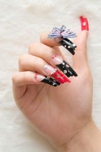 Объемная бабочка и фигурные ногти
