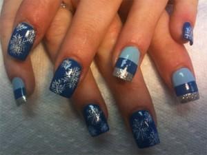 Ногти со снежинками и блеском