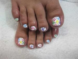 Свадебные эмблемы на ногтях ног