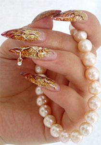 Украшение ногтей пирсингом