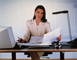 Маникюр на рабочем месте раздражает коллег