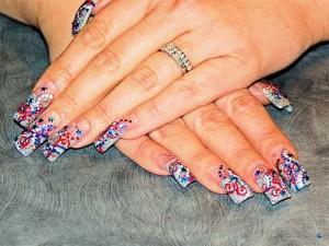 Дизайн ногтей «День независимости»