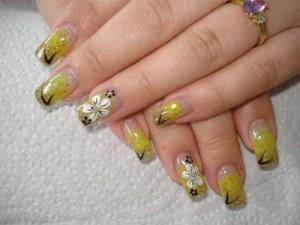 Дизайн ногтей «Летние цветы»