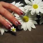 Дизайн ногтей с объемными ромашками