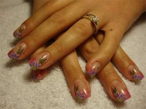 Дизайн ногтей «Фиолетовые лепестки»