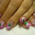 Дизайн ногтей с розовым цветком