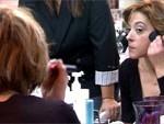 Безработные француженки изучают макияж