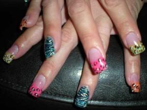 Дизайн ногтей «Неоновый зверинец»