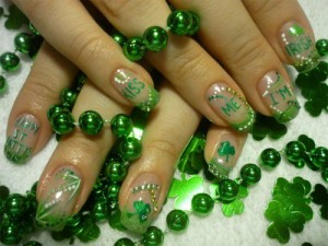 Дизайн ногтей «Поцелуй меня, ирландку»