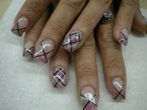Дизайн ногтей «Модный плед»