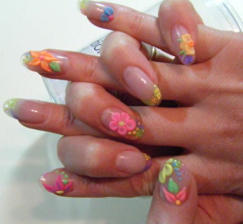 Дизайн ногтей с объемными неоновыми цветами