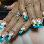 Дизайн ногтей с белыми цветками