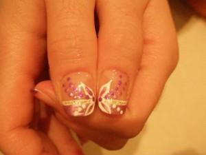 Дизайн ногтей «Цветок в горошек»