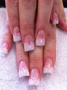Дизайн ногтей «Розовые бантики»