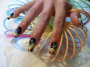Дизайн ногтей «Черная дыра»