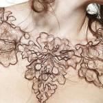 Керри Хоули предлагает украшать себя волосами