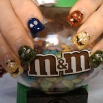 Дизайн ногтей в стиле M&M's