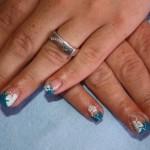Гелевые ногти с цветочным декором