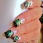 Абстрактный дизайн ногтей с эффектом растрескивания
