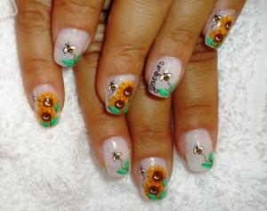 Дизайн ногтей «Путь пчелы»