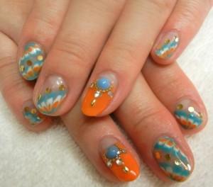 Мраморный дизайн ногтей с декором