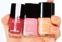 Бренд Chanel показал весенние лаки
