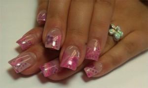 Дизайн ногтей с розовой композицией