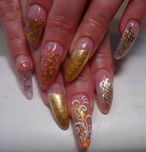 Позолоченный дизайн ногтей