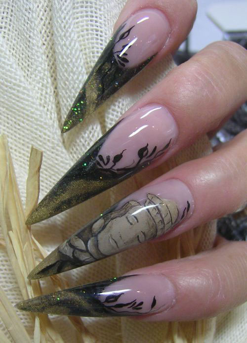 Портрет на ногтях-стилетах