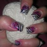 Дизайн ногтей «Зебра с искорками»