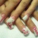 Дизайн ногтей в розовый горошек