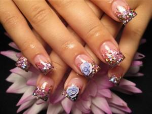Дизайн ногтей «Блестящие лепестки»
