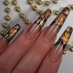 Дизайн ногтей «Золотые лепестки»