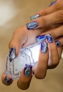 Дизайн ногтей «bling-bling»