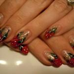 Дизайн ногтей с клубникой