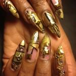 Дизайн ногтей с золотыми узорами