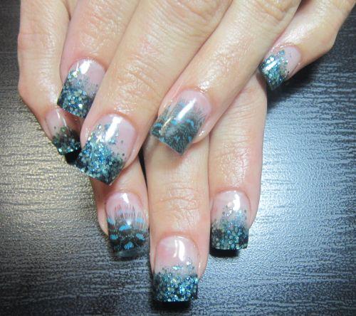 Дизайн ногтей с инкрустацией перьями
