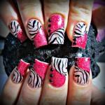 Дизайн ногтей «Розовая зебра»