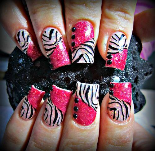 """Дизайн ногтей """"Розовая зебра"""""""