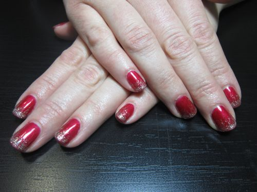 """Дизайн ногтей """"Искры на красном"""""""