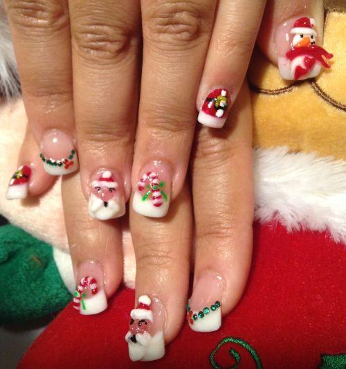 Объемный дизайн ногтей с новогодними фигурками