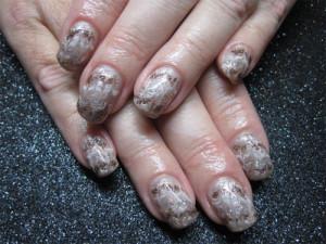 Дизайн ногтей «Блестящие волны»