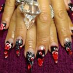 Дизайн ногтей «Красные цветы»
