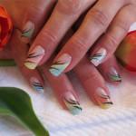 Дизайн ногтей «Пастельные лепестки»